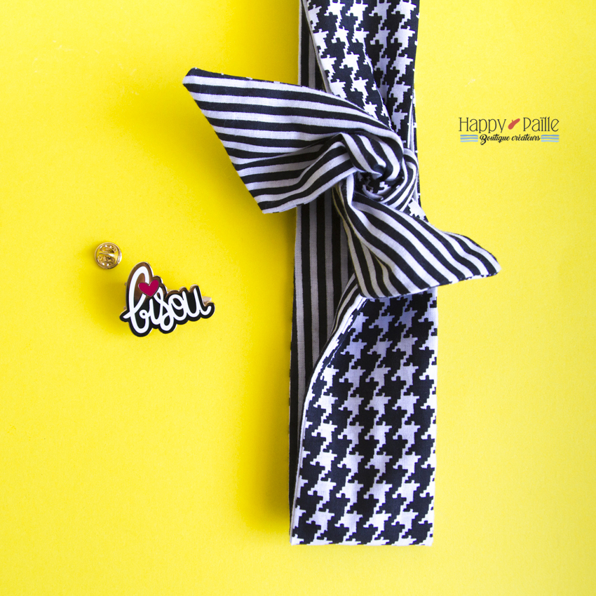 bandeau noir rock pin's bisou happy paille
